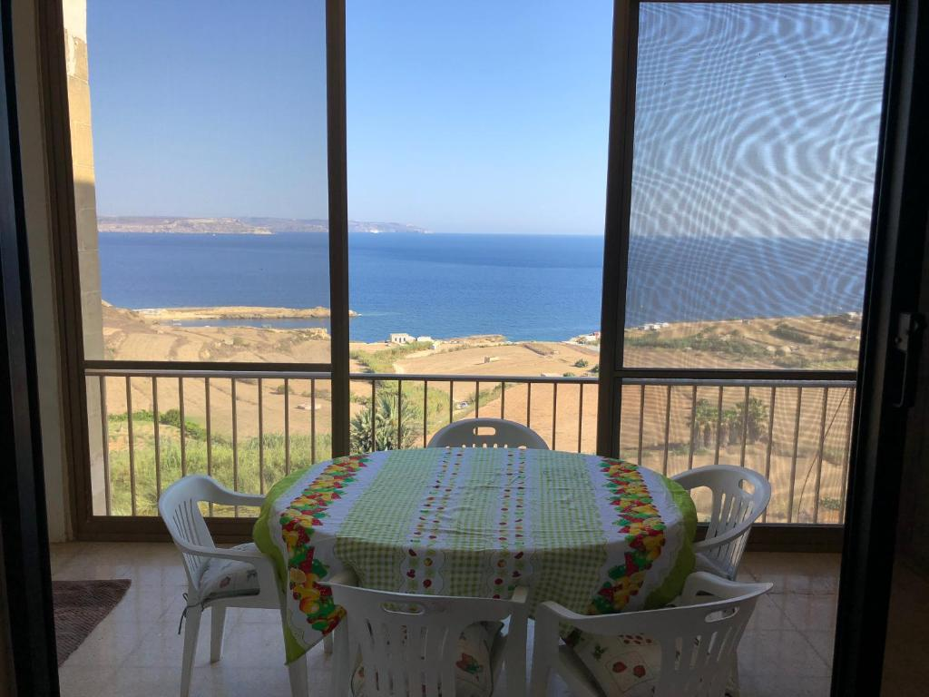 3 Bedroom Apartment with seavi...