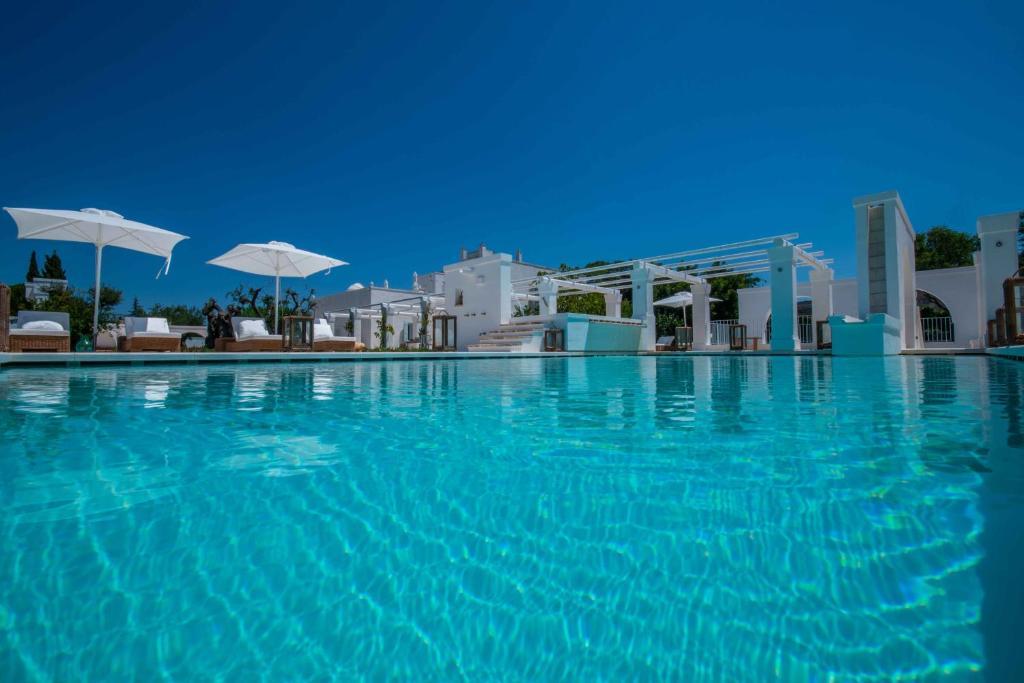 A piscina localizada em Lamacerase Residenze ou nos arredores
