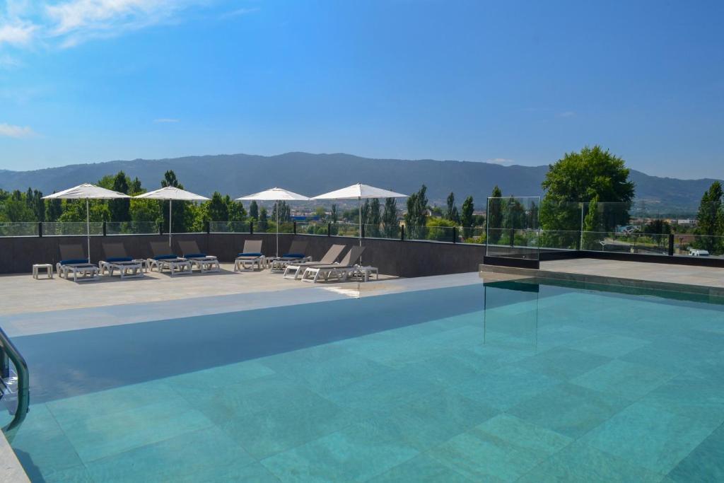 The swimming pool at or near Hotel Premium Chaves - Aquae Flaviae