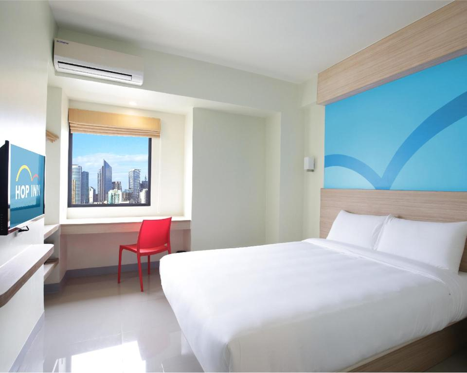 A bed or beds in a room at Hop Inn Hotel Ermita Manila