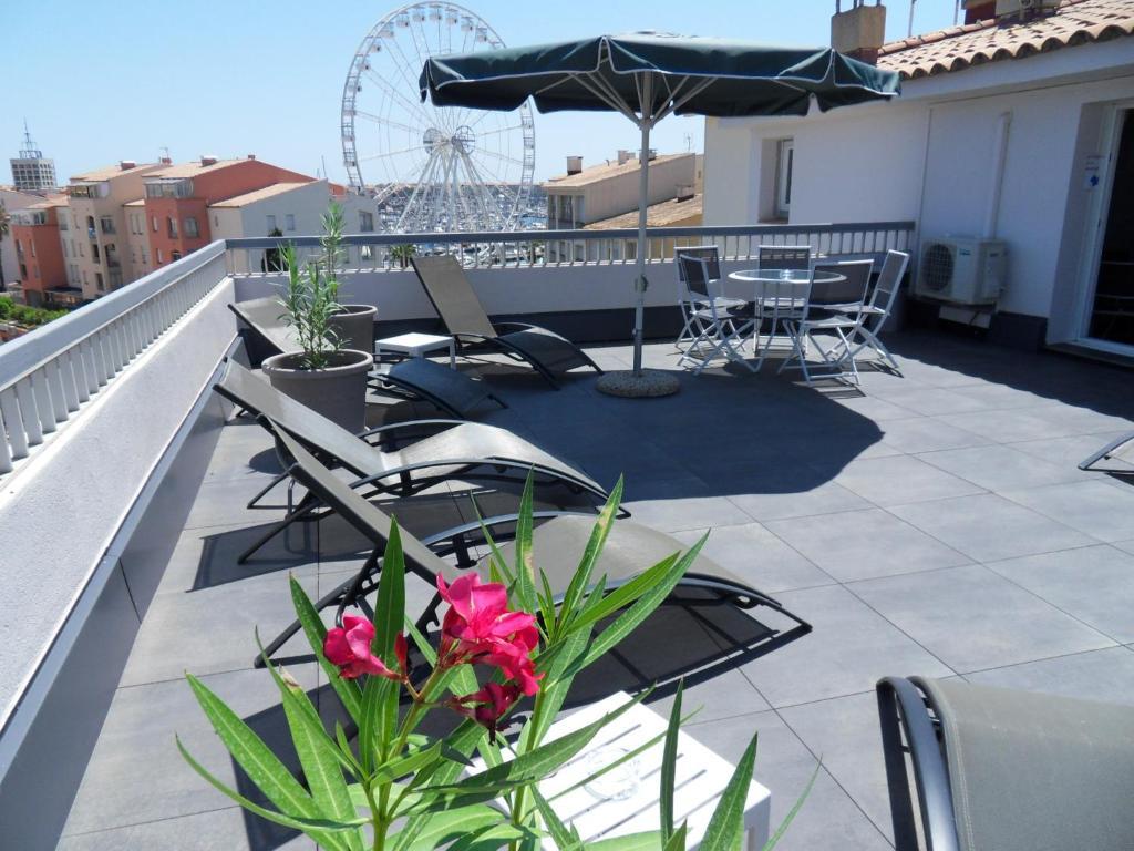 Balcony o terrace sa Brit Hotel Opal Centre Port