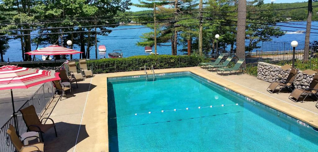 The swimming pool at or near Birch Knoll Motel