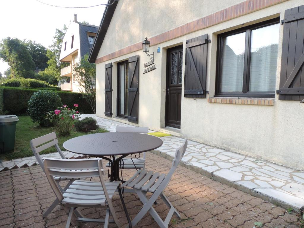 A porch or other outdoor area at BRUYERE D'ANDAINE