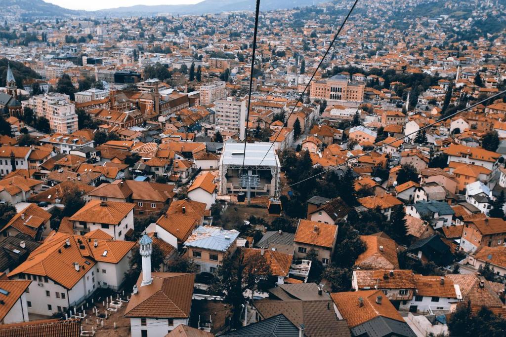 Sarajevo incontri incontri con qualcuno con apparecchi acustici