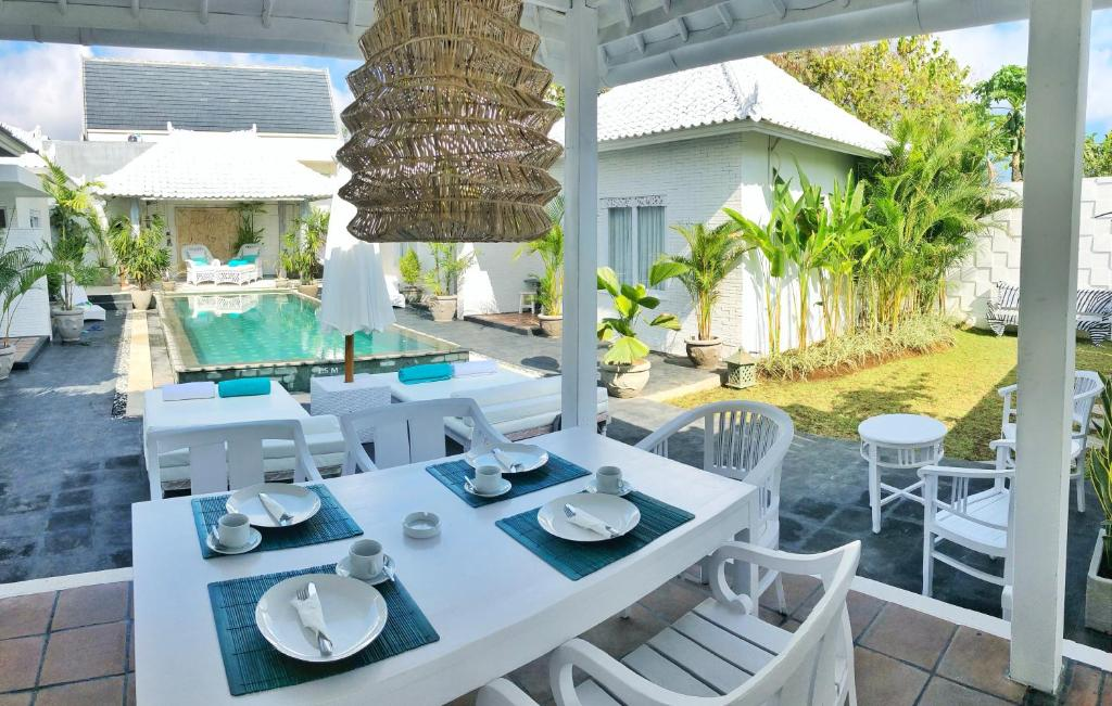 A restaurant or other place to eat at Villa Gula Bali