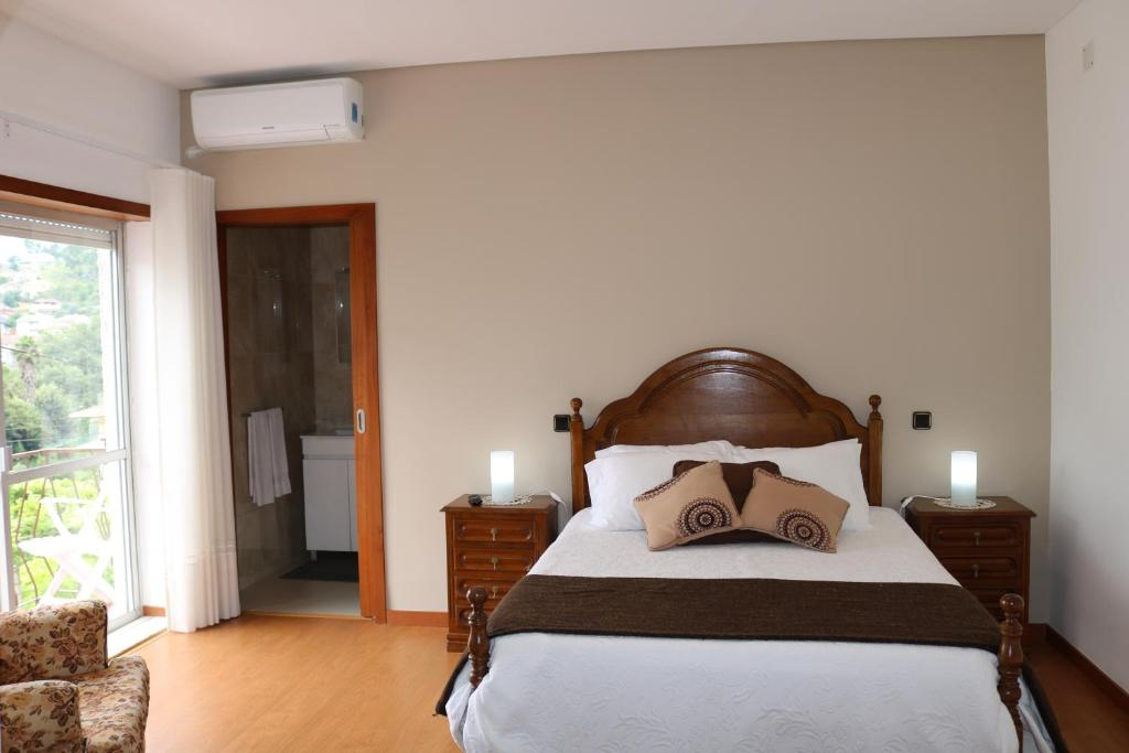 A bed or beds in a room at Alojamento Correia