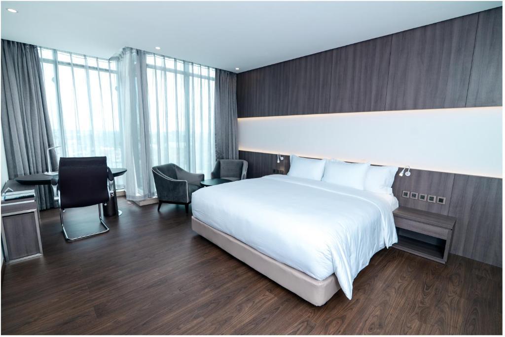 Phòng Deluxe Có Giường Cỡ King Nhìn ra Thành Phố - Minibar Miễn Phí