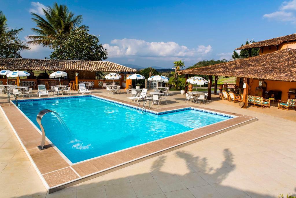 A piscina localizada em Fazenda Colibri ou nos arredores