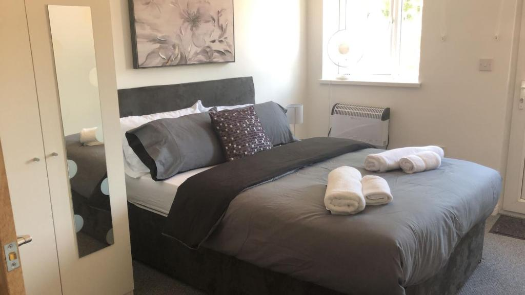 A bed or beds in a room at Flat C North road