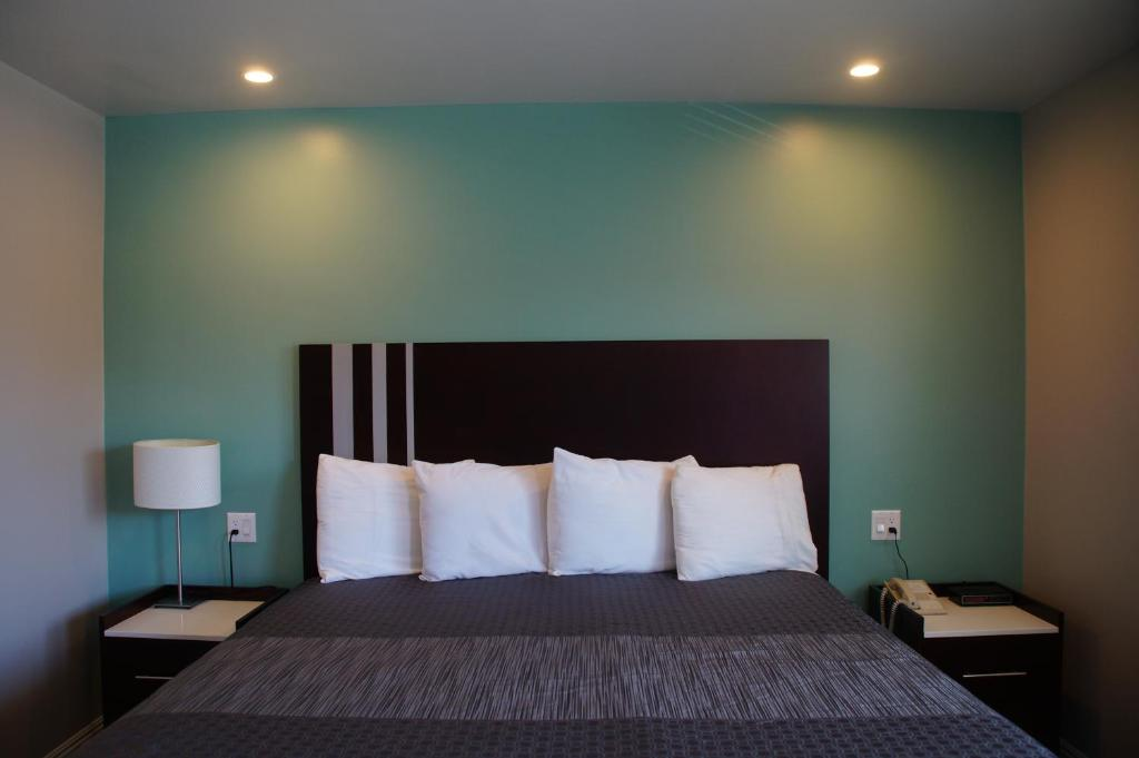 A bed or beds in a room at Beach Inn Motel