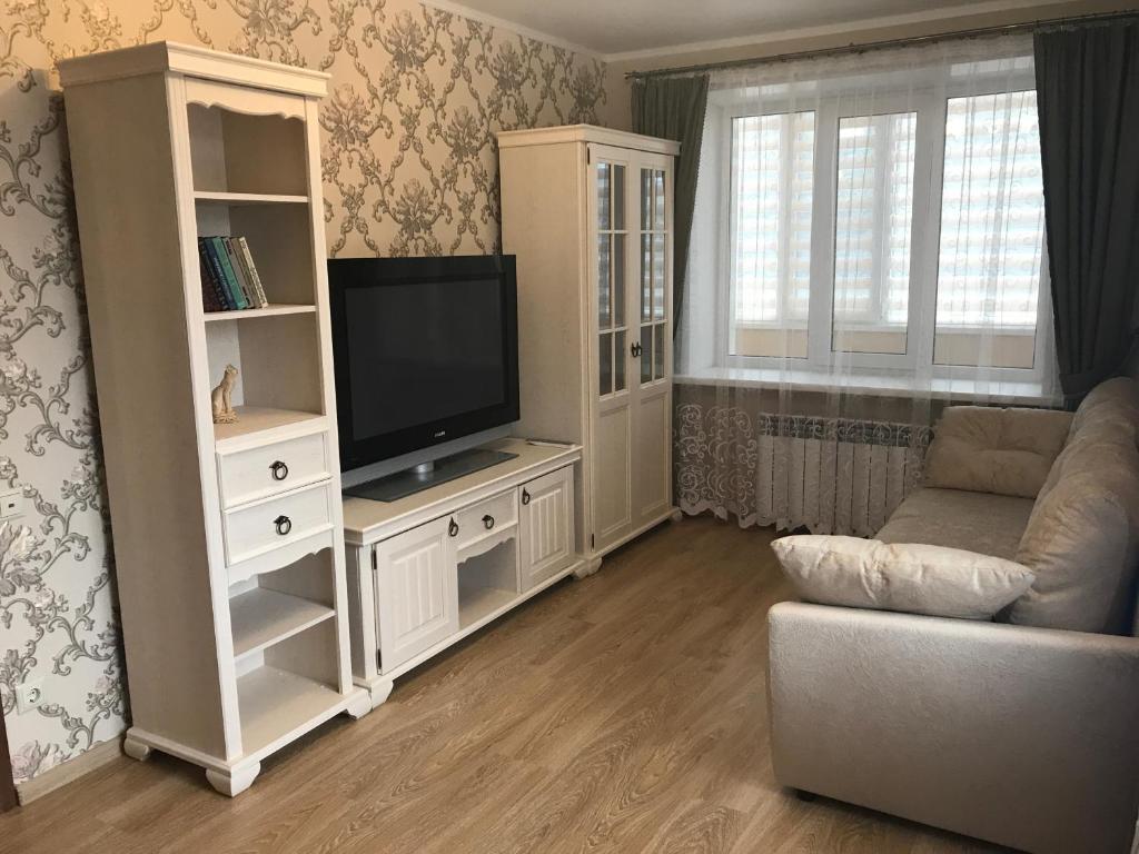 Телевизор и/или развлекательный центр в 2-к квартира, 48 м²