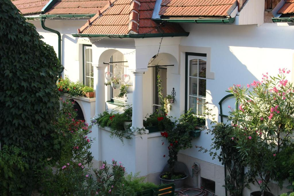 Apartmenthaus Corinna, Mrbisch am See, Austria - Booking