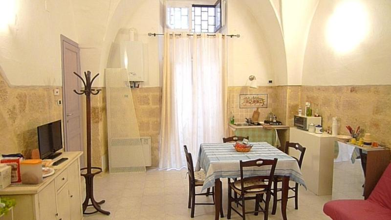A restaurant or other place to eat at Bed & Breakfast Mare Nostrum