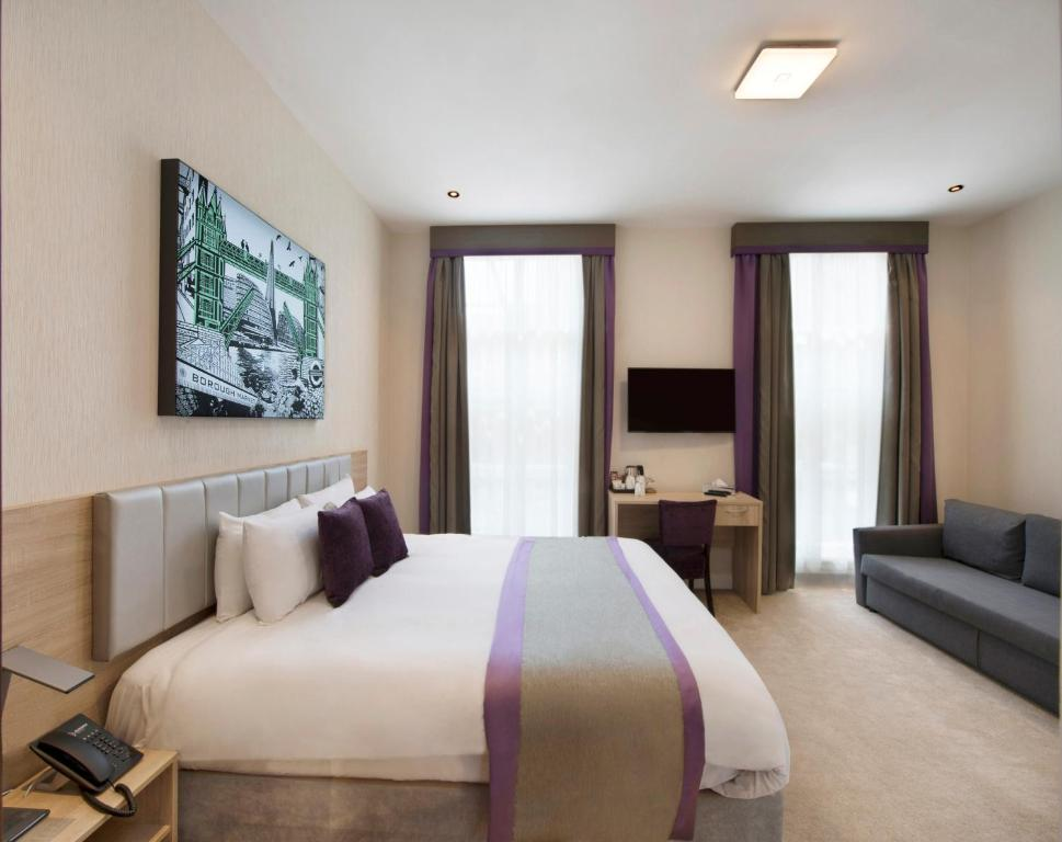 A bed or beds in a room at OYO Townhouse 30 Sussex