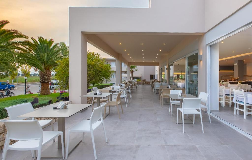 Ein Restaurant oder anderes Speiselokal in der Unterkunft Hotel Esperia