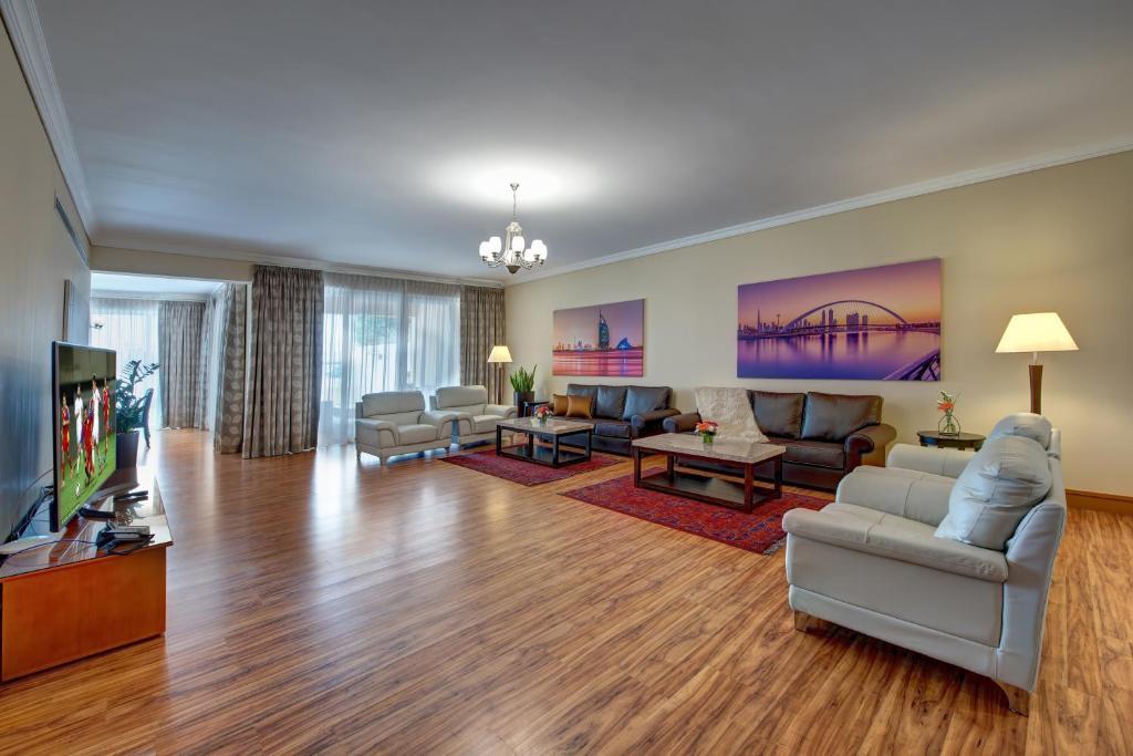 A seating area at J5 Villas Holiday Homes Barsha Gardens