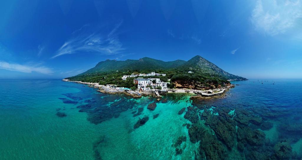 Een luchtfoto van Hotel Punta Rossa