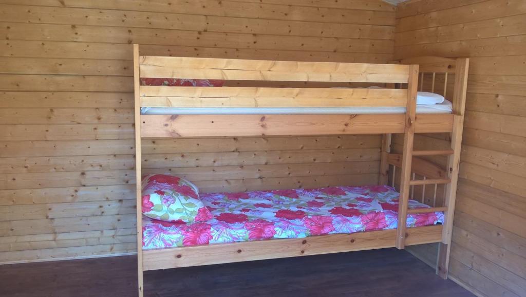 Narivoodi või narivoodid majutusasutuse Jaanilille kämping & saun toas