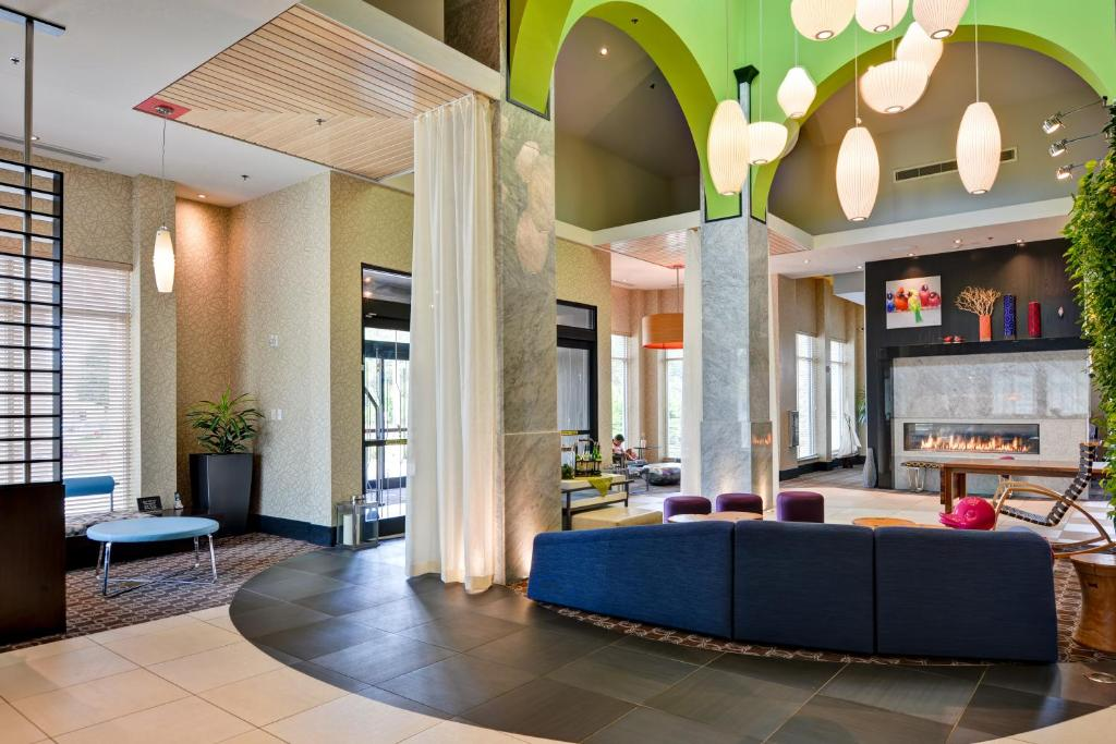 The lobby or reception area at Hilton Garden Inn Raleigh/Crabtree Valley