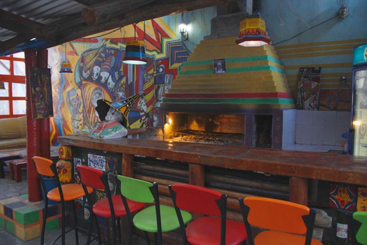 The lounge or bar area at Morada Hostel