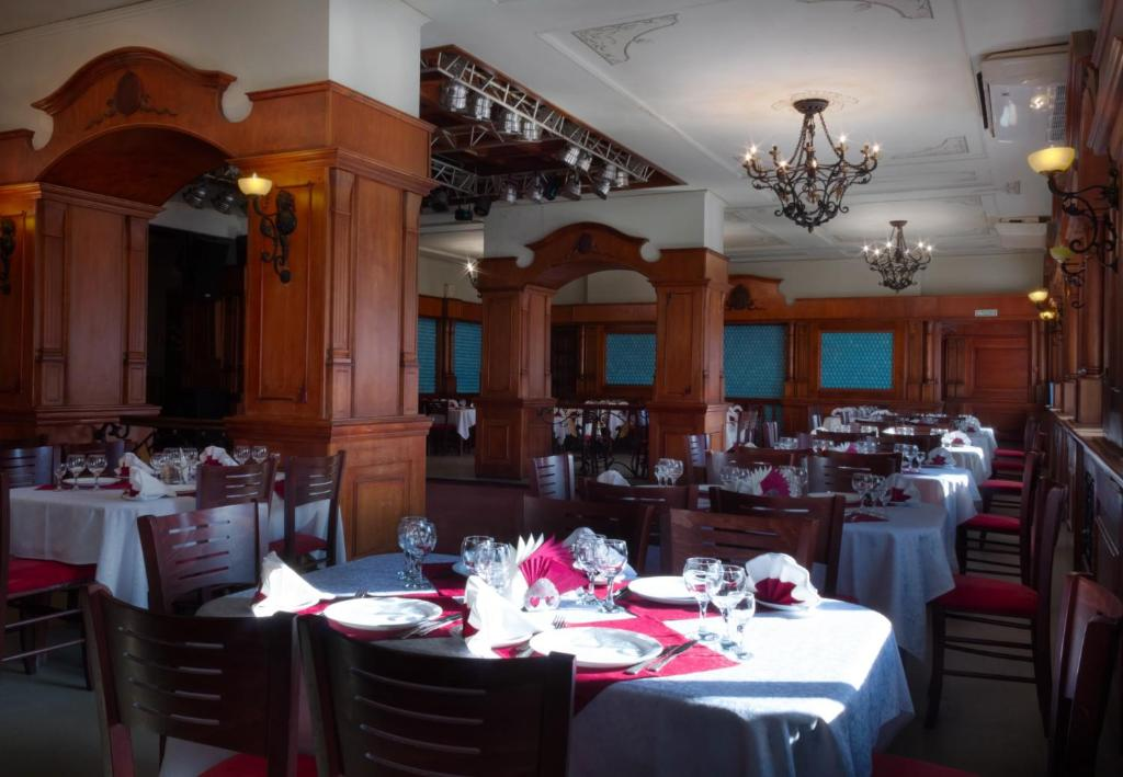 A restaurant or other place to eat at Leningrad Hotel
