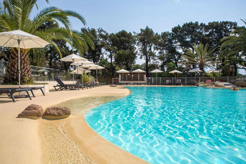 The swimming pool at or near Hôtel Campo Dell'oro