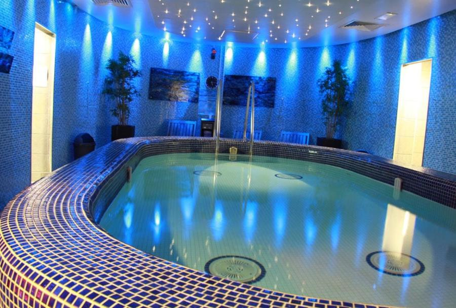 The swimming pool at or near Large Apartment GLA Airport with gym access