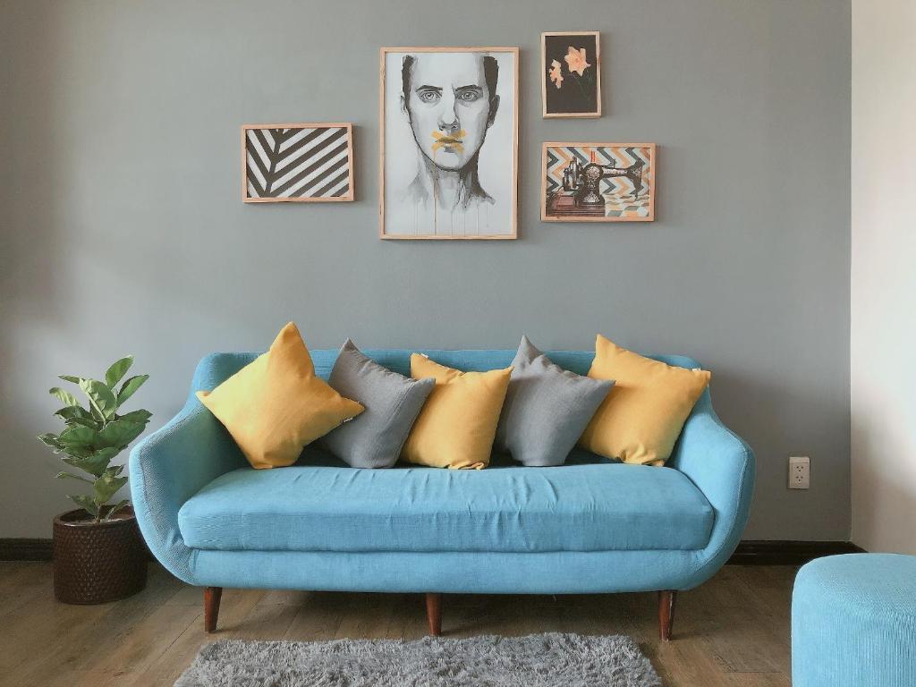 A seating area at Amai Art Home