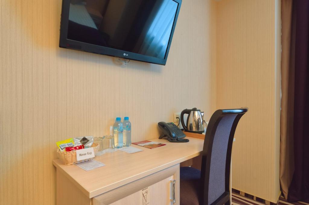 Телевизор и/или развлекательный центр в Отель Дегас Лайт