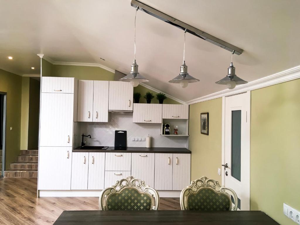 A kitchen or kitchenette at Letuchaya Mysh Hotel