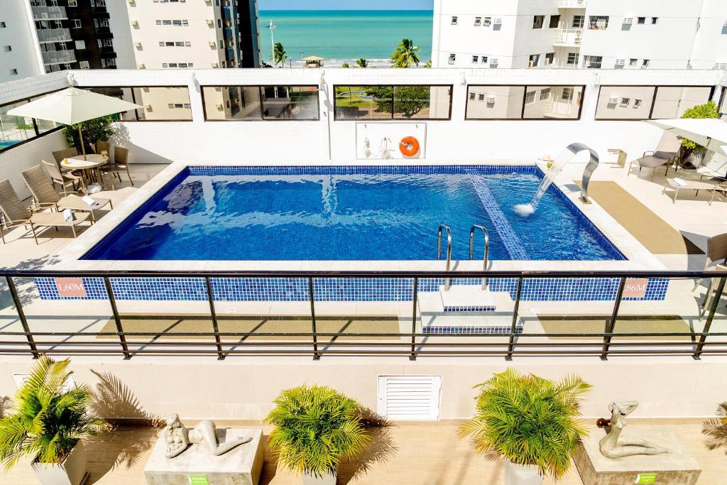 A view of the pool at Hotel Manibu Recife or nearby