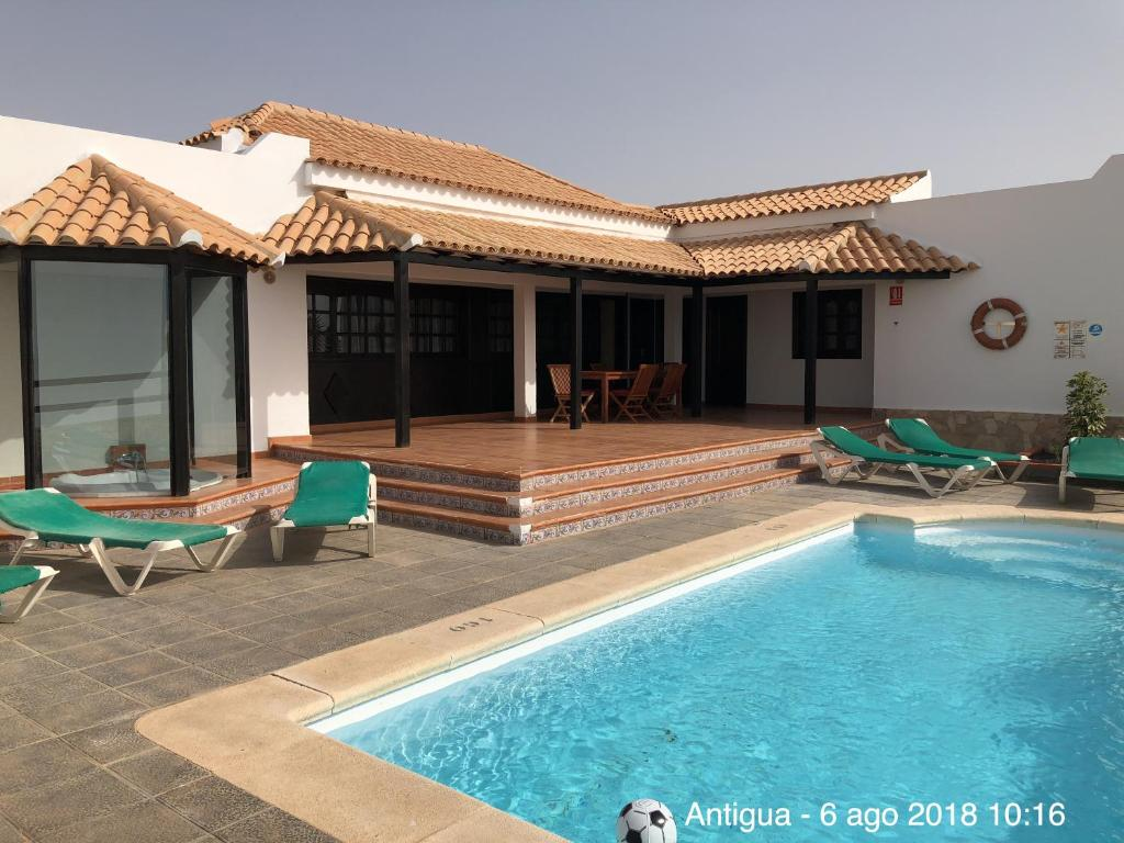 Villa Lobos, Caleta De Fuste, Spain - Booking.com