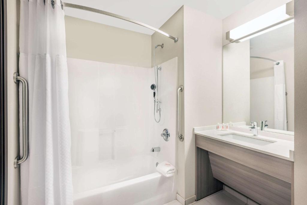 Microtel Inn & Suites by Wyndham Perry