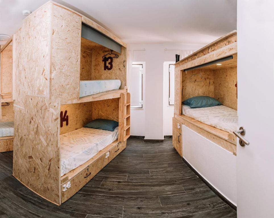 A bunk bed or bunk beds in a room at Deck Lodge