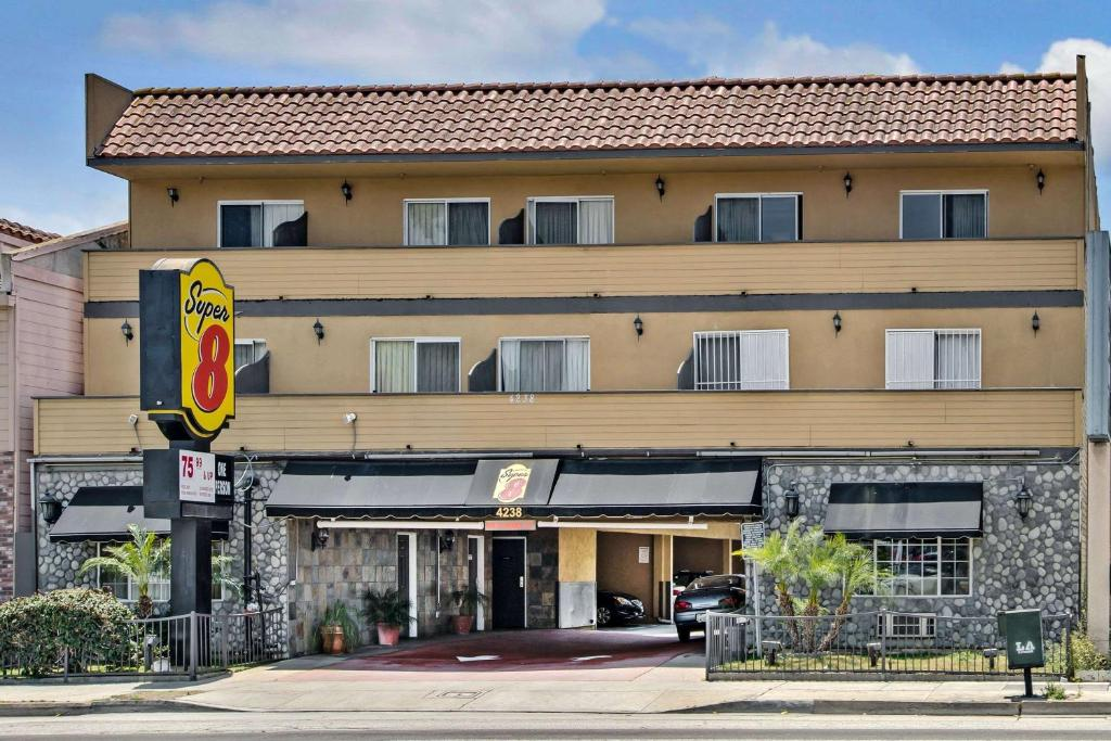 Hotel Super 8 by Wyndham Inglewood/LAX/LA Airport, CA ...