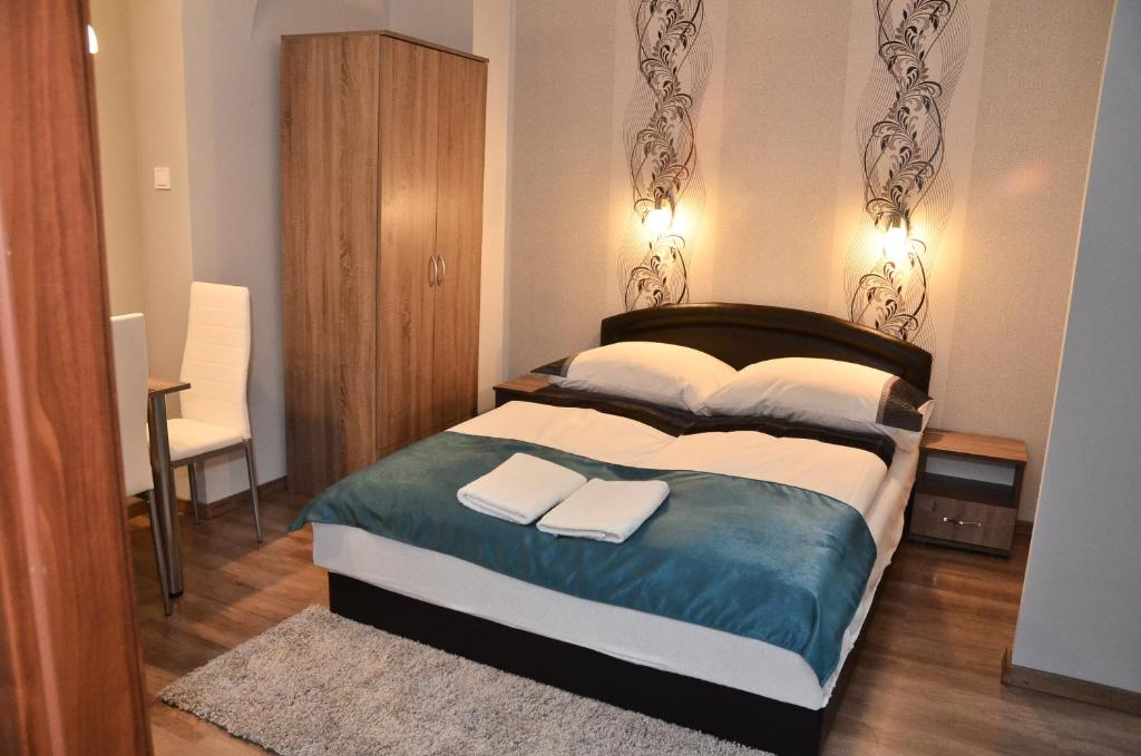 A bed or beds in a room at Média Panzió és Apartmanház