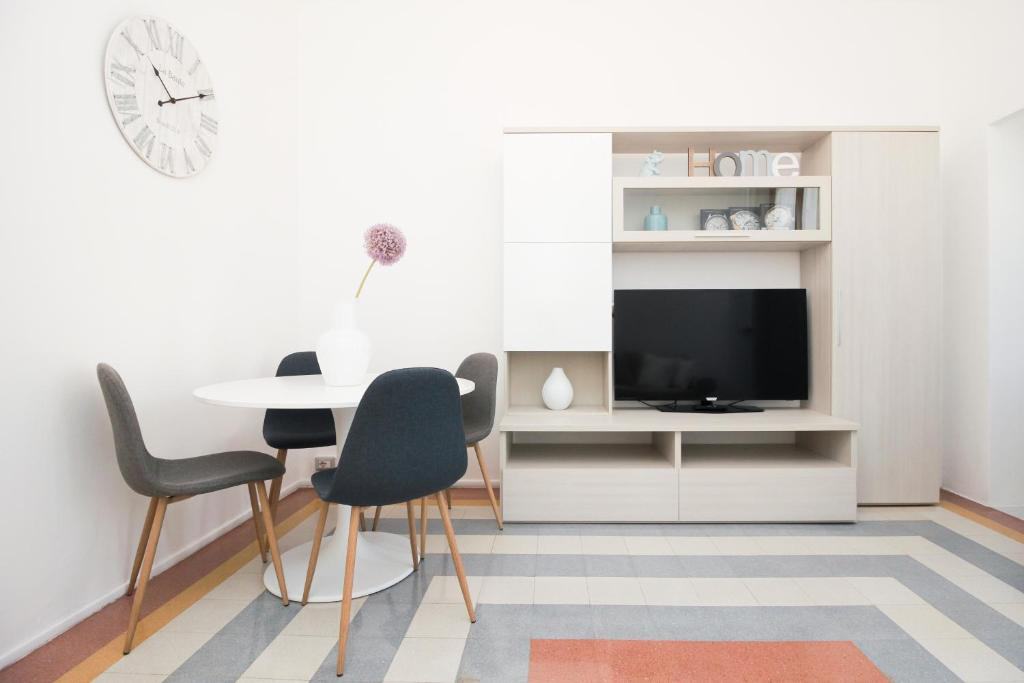 A television and/or entertainment center at Be Apartments Città Studi