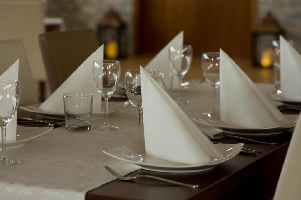 Reštaurácia alebo iné gastronomické zariadenie v ubytovaní Penzion & restaurant Teplanka