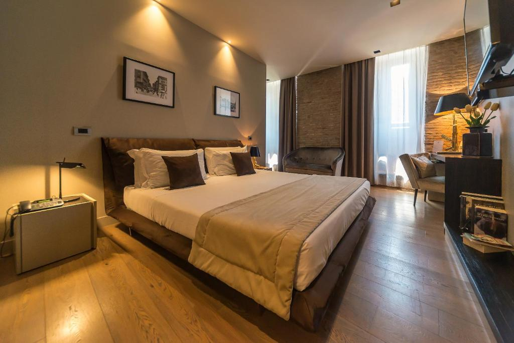 A bed or beds in a room at Campo Marzio Luxury Suites