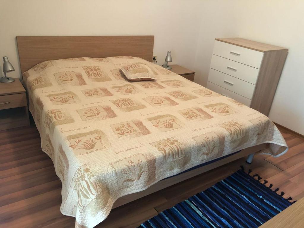 Кровать или кровати в номере Etara 2 Apartment