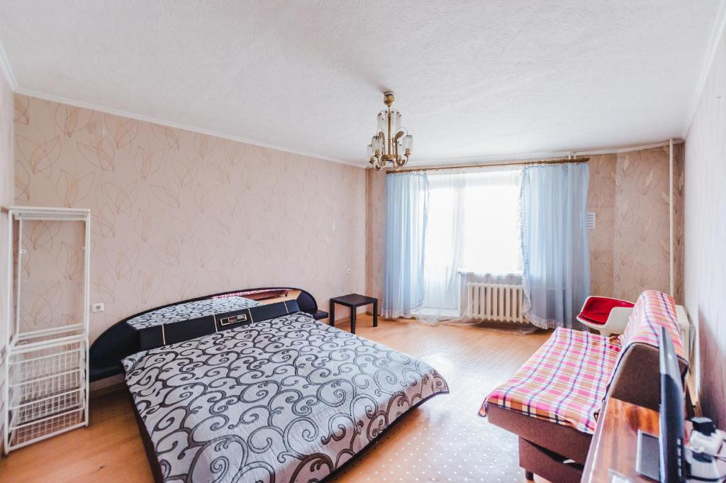 A bed or beds in a room at Dekabrist Apartment Shilova 46