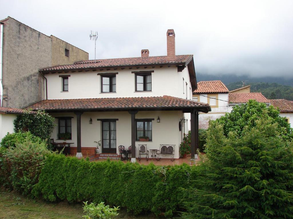 Hostal o pensión Casa de Aldea Los Duesos (España Caravia ...