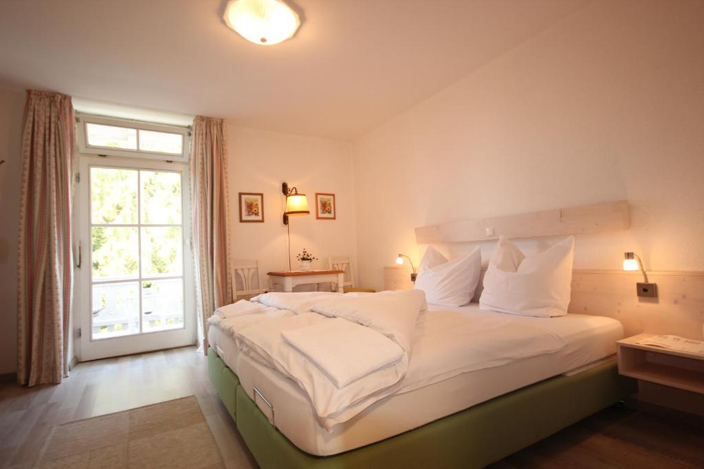 A bed or beds in a room at Hotel Villa Sisi