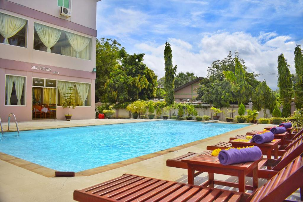 The swimming pool at or close to Shwe Poe Eain Hotel