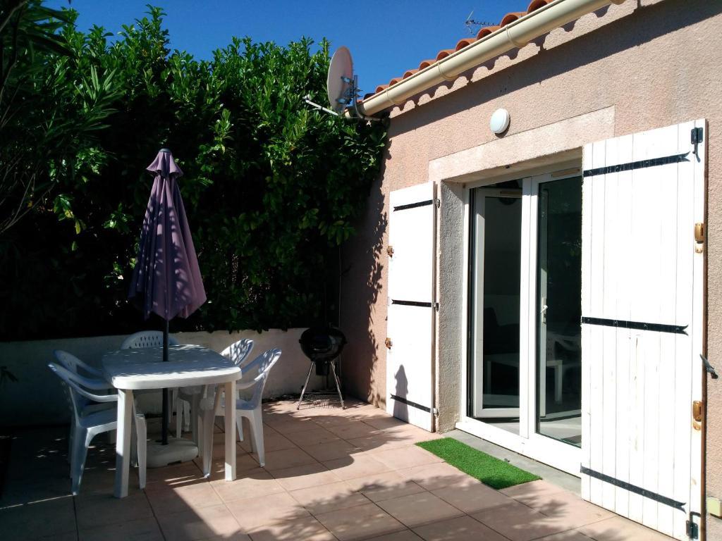 Petit Loft T2 bis mezzanine avec jardin et piscine, Vic-la ...