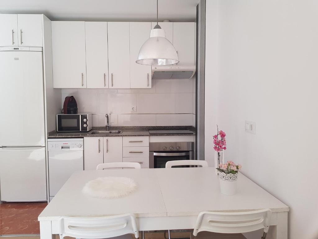 A kitchen or kitchenette at Un Apartamento en el Centro de Tarragona