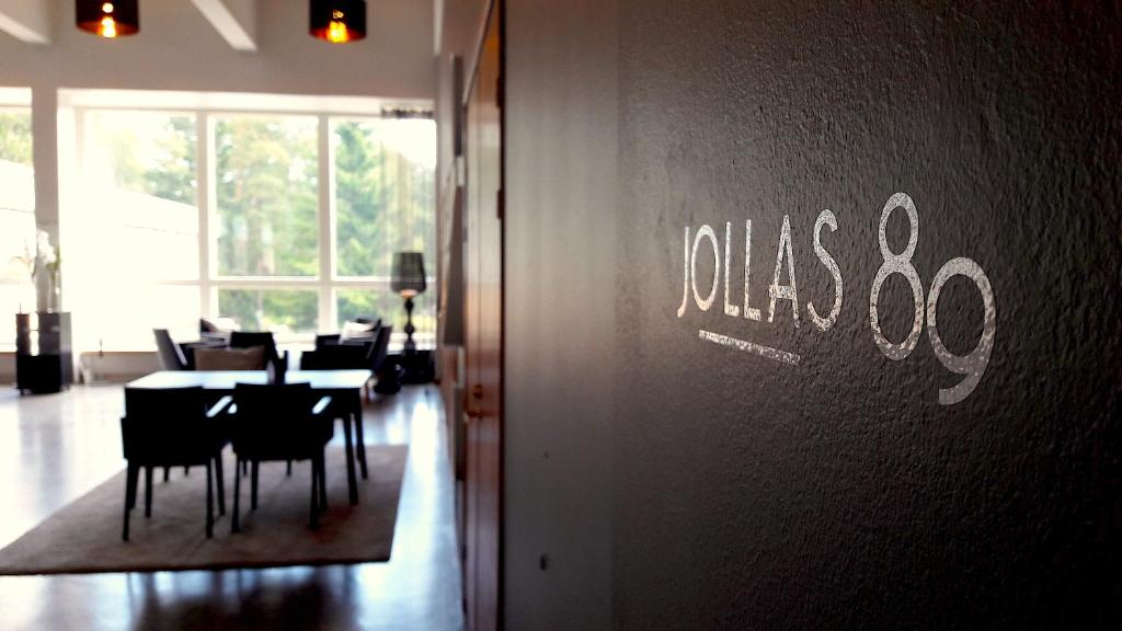 A restaurant or other place to eat at Hotel Jollas89
