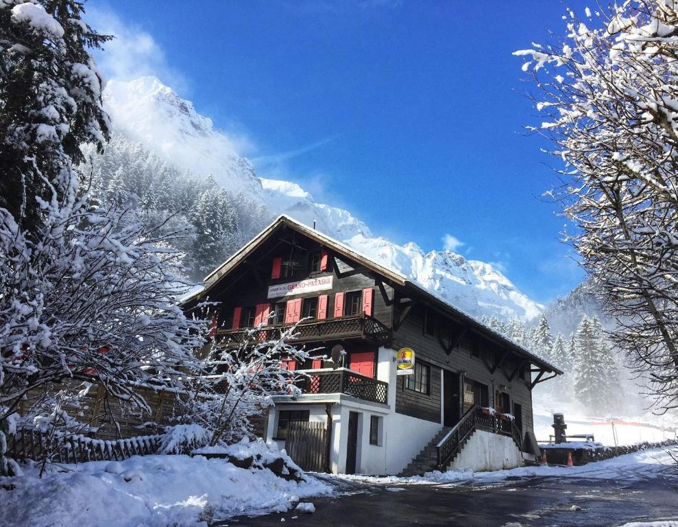 Guest House du Grand Paradis during the winter