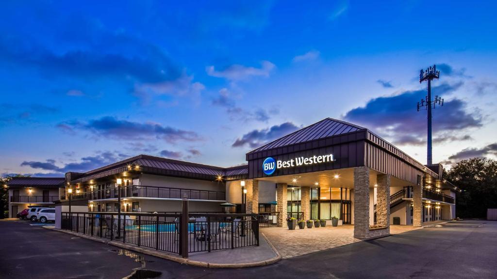 Best Western Center Inn.