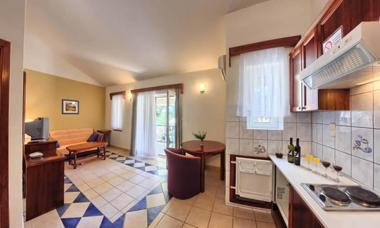 Kuhinja oz. manjša kuhinja v nastanitvi Apartments & Rooms Ruzmarin